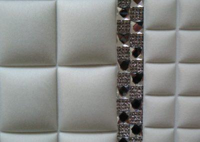 Particolare finitura tessuto idrorepellente con Swarovsky